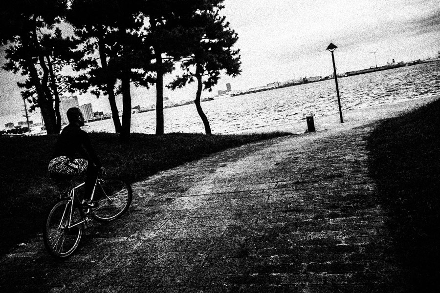 photographs : man with bike : 13